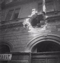 Ötvenhat emléke - Belövés egy lakóház homlokzatán