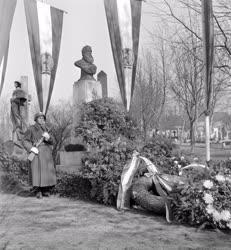 Történelem - Táncsics Mihály síremléke