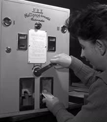 Közlekedés - Fővárosi Villamosvasút hetijegyárusító automatája