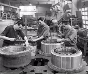 Ipar - Újítások a Klement Gottwald Villamossági Gyárban