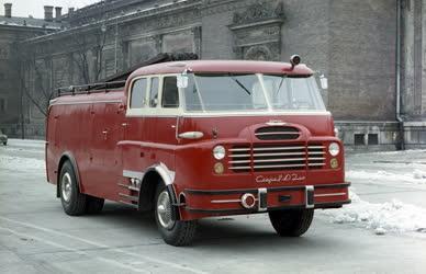 Ipar - Csepel-Ikarus tűzoltóautó