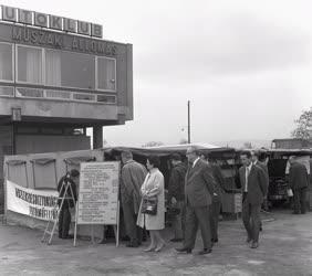 Közlekedés - Segélyszolgálat - Mozgó vizsgálóállomás