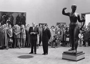 Kultúra - VIII. Magyar Képzőművészeti Kiállítás