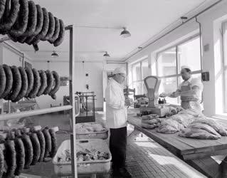 Ipar - Húsipar - Megkezdte munkáját a Kísérleti Húsüzem