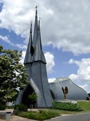 Egyházi épület - Paks - Makovecz Szentlélek-temploma