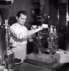 Vendéglátás - Savoy Kávéház