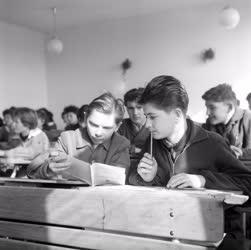Oktatás - Tizenkét évfolyamos iskola Csepelen