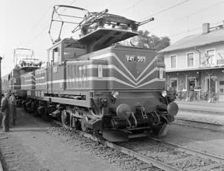 Ipar -  Járműipar - Új villamos mozdony Ludason