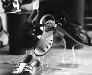 Feldolgozóipar - Kereskedelem - Tisza cipő