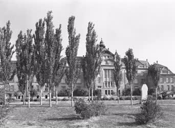 Városkép - Oktatás - Szegedi Fémipari Iskola