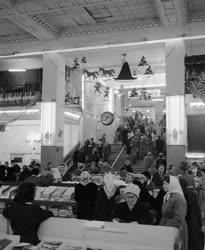 Kereskedelem - Karácsonyi vásár a Corvin Nagyáruházban