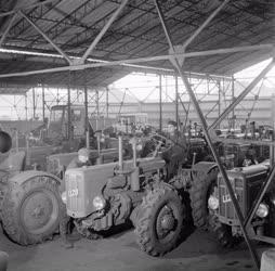 Ipar - A Vörös Csillag Traktorgyárban