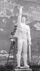 Szobrászat - Munkásmozgalmi emlékmű