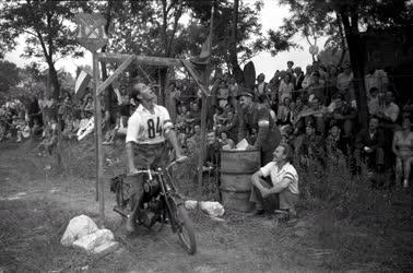 Ifjúság - Táborozás - MHK-mozgalom