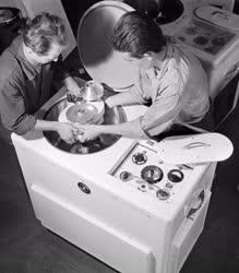 Ipar - Gépipar - Műszeripar - Új típusú laboratóriumi centrifuga