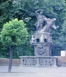 Kultúra - Nepomuki Szent János szobra Pápán