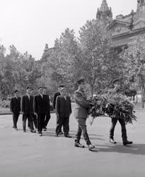 Évforduló - Koszorúzás Korea felszabadulásának 16. évfordulója alkalmából