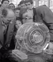 Budapesti Ipari Vásár - Műanyag hajtómű a Krupp pavilonban