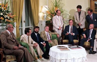 Külpolitika - Külkapcsolatok - George Bush Magyarországon