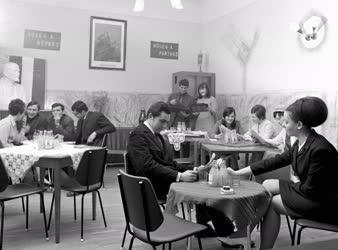 Szórakozás - Klubest a hajdúszováti LeninTermelőszövetkezetben