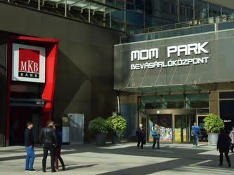 Kereskedelem - Budapest - A MOM park bevásárlóközpont