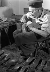 A szerző válogatása - Szegedi papucskészítő