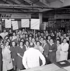 Belpolitika - Munkásgyűlést tartanak a dolgozók
