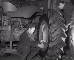Ipar - Vörös Csillag Traktorgyár