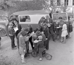 Kultúra - Művelődési autó a pest megyei tanyákon