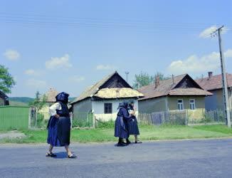 Kultúra - Asszonyok a kazári utcán