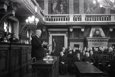 Belpolitika - Szervezetek - A katolikus békebizottság ülése