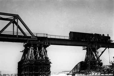 Közlekedés - A déli vasúti hídon