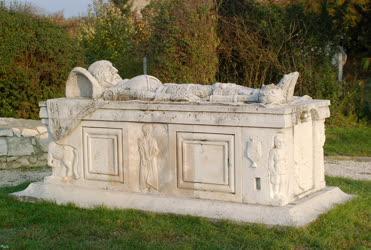 Drégelypalánk - Köztéri szobor