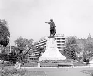 Városkép - Kecskeméti belváros - Kossuth szobor