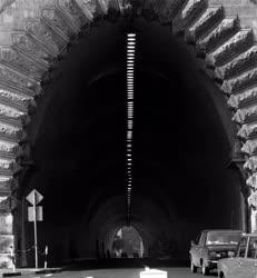 Város - A budai Várhegy alatti alagút