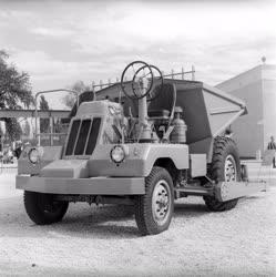 Ipar - Mezőgazdasági kiállítás - Szállító és rakodógép