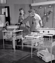 Kiállítás - Modern háztartás a nők szolgálatában