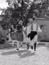 Folklór - Kapuvári népviselet