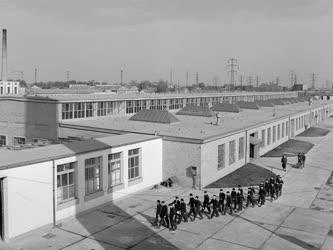 Oktatás - 9. számú Bánki Donát Ipari Tanuló Intézet