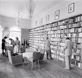 Kultúra - Könyvesbolt - Szolnok új könyvesboltja