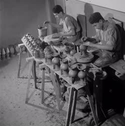 Népművészet - Fazekastanulók képzése Mezőtúron