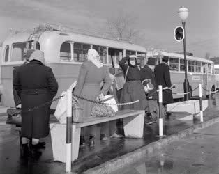 Közlekedés - Az új váci MÁVAUT állomás