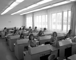 Informatika - Új számítógépes központ Debrecenben