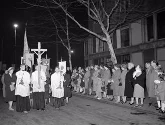 Egyház - Nagyszombati feltámadási körmenet Budapesten