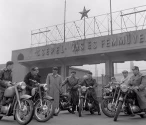 Ipar - Csepel Vas- és Fémművek Motorkerékpárgyár - Pannónia szocialista brigád
