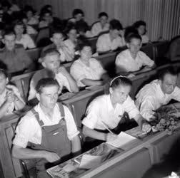 Ifjúság - A DISZ I. Kongresszusa