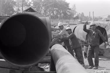 Ipar - Külkapcsolat - Épül az orenburgi gázvezeték ukrán szakasza