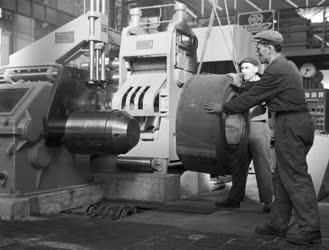 Ipar - Felavatták a Salgótarjáni Acélárugyár hideghengerművét