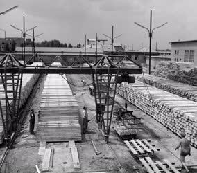 Építőipar - Vasbetonalj-gyártás a 4. sz. Épületelemgyárban
