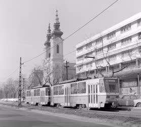 Városkép - A 61-es villamos a Villányi úton